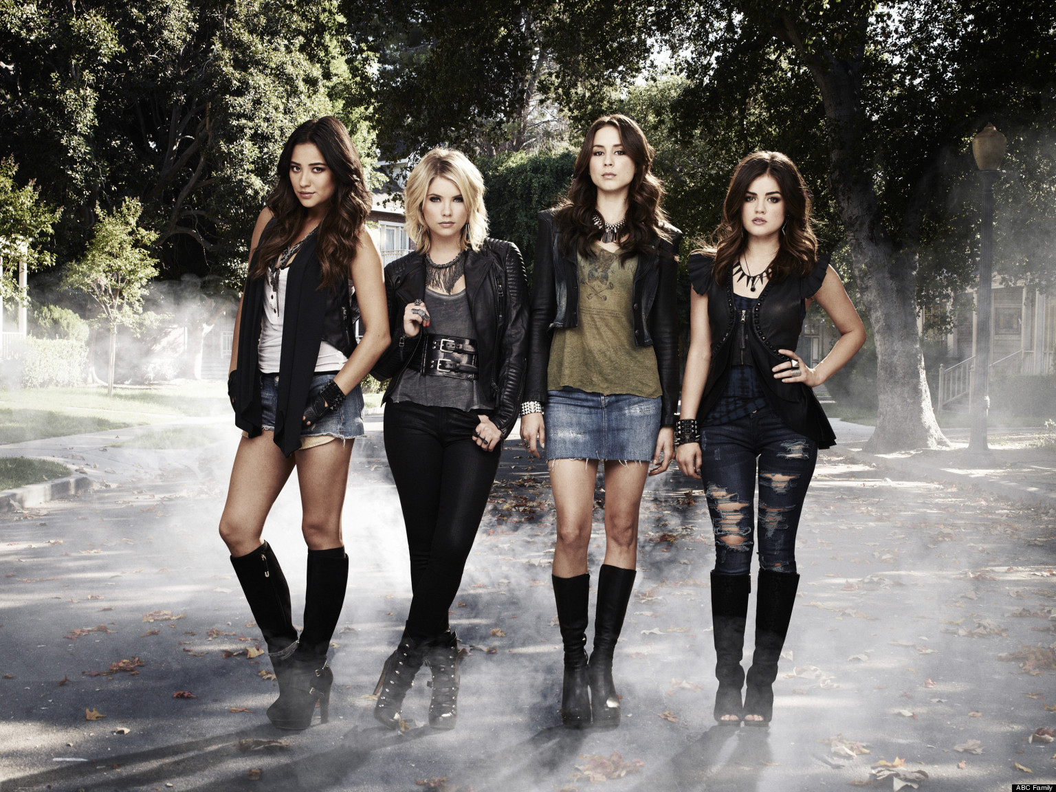 SHAY MITCHELL, ASHLEY BENSON, TROIAN BELLISARIO, LUCY HALE