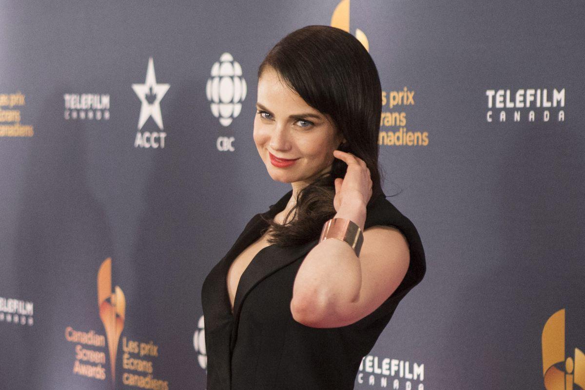 mia-kirshner-at-2014-canadian-screen-awards-in-toronto_1