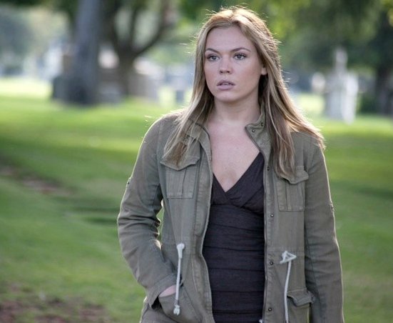 "Agnes Bruckner encarnará a la doctora Julie en ""The Returned""."