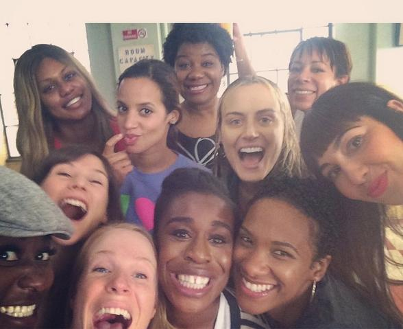 """Las chicas de """"Orange... celebraban así, en el set de rodaje, la noticia de que habían sido nominadas en varias categorías para los Emmy."""