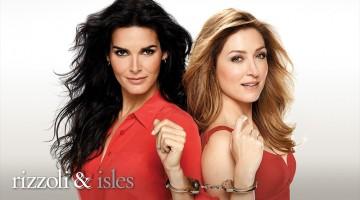 Angie Harmon y Sasha Alexander protagonizan esta simpática serie criminal