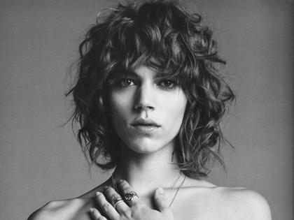 El desnudo de Freja Beha Erichsen para Purple Magazine