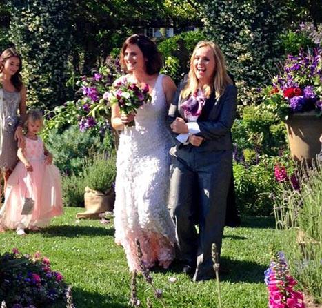 melissa y Linda se casaron en la campiña californiana ante sus íntimos amigos y familiares más cercanos, entre ellos los cuatro hijos de la cantante