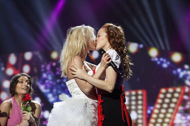 Krista Seigfrids, de Finlandia también protagonizó un lesbibeso en la edición de 2013