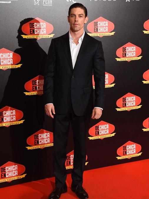 Adrián Lastra, uno de los protagonistas masculinos de la peli, también desfiló por la alfombra roja...