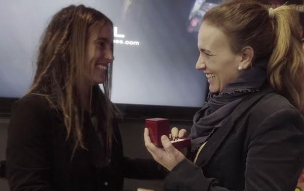 Lesbipedida de mano durante una proyección de 'Ocho apellidos catalanes'