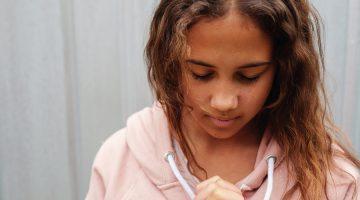 Lesbiana.es - Los jóvenes LGTB sufren más agresiones