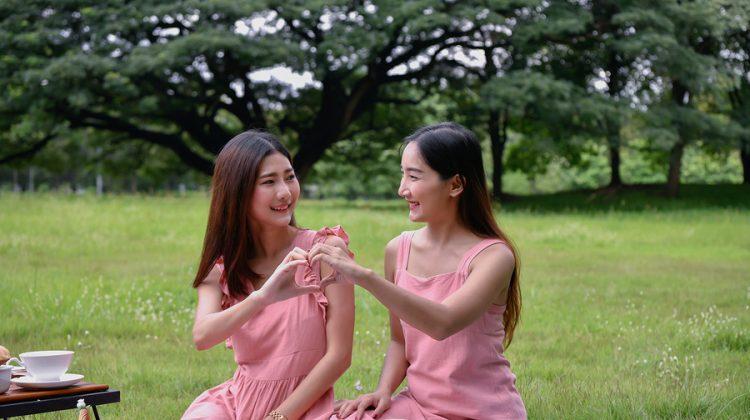 Unas lesbianas japonesas se van a casar 26 veces