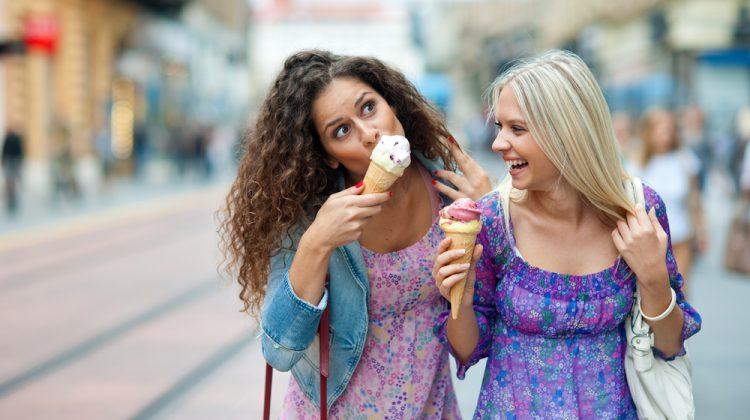 ¿Es buena idea liarte con tu mejor amiga?